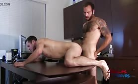 Maxx Fitch fucks Dalton Pierce (Brenner Bolton) bareback in office