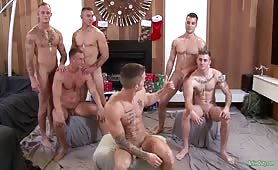 Ripped Soldiers In Bareback Orgy Spreading Love And Butts