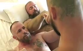 Sean Duran beefy muscle bear threesome creampie