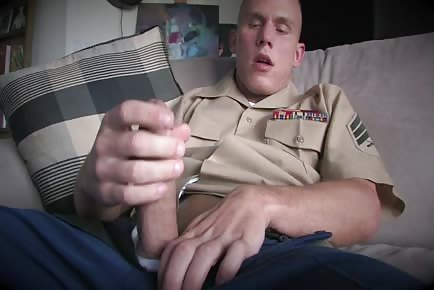 Marine SGT strokes and masturbates his chunky rod closeup