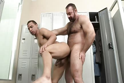furry bear Brad Kalvo penetrates smooth guy's behind in locker room