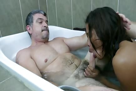 Mature daddy fucks super young asian boy in bath