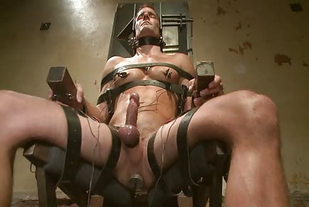 Hunk getting asshole tortured on electric chair
