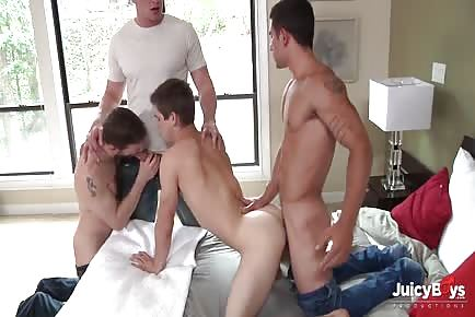 Johnny Rapid double penetration with huge dicks