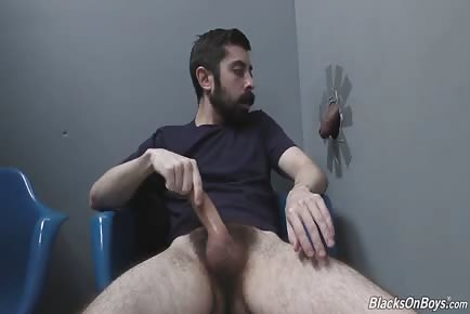 Bearded white man sucking and fucking an black rod at a gloryhole