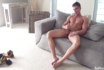 Stunning body stud jerks off and jizzes