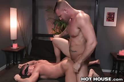 Huge muscle hunk Austin Wolf blindfolds jock and ride his ass in threesome